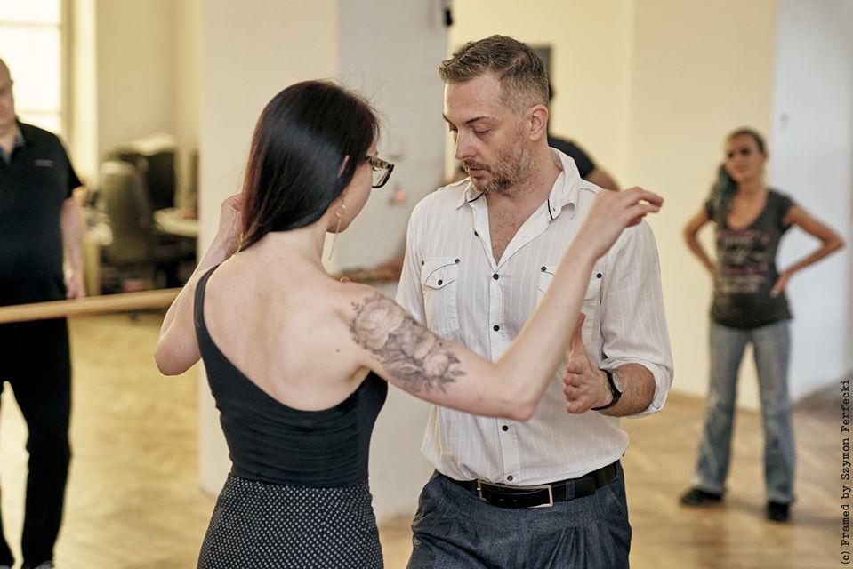 Nie istnieje tango bez podłogi